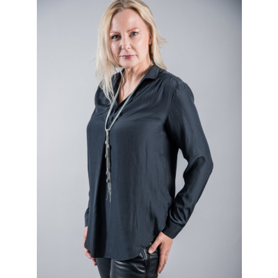 Foil Killing Me Softly Blouse in Gunmetal Grey is made of a silky fabric and is worn here with the Red Button PU Tessy Joggers. Available on colmershill.com